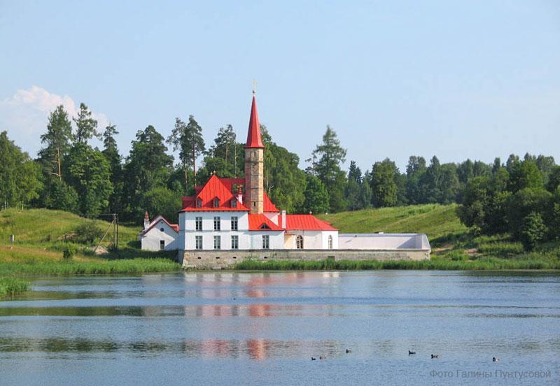 1994 года предприятие оказывает весь спектр охранных услуг в г гатчина и гатчинском районе ленинградской