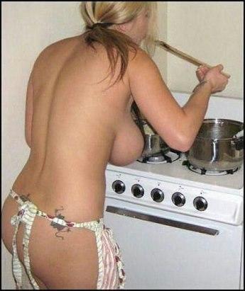 голая девушка в фартуке фото