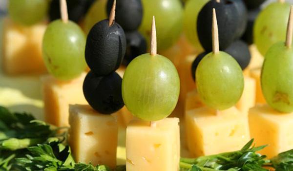 Канапе шпажках виноградом рецепты фото