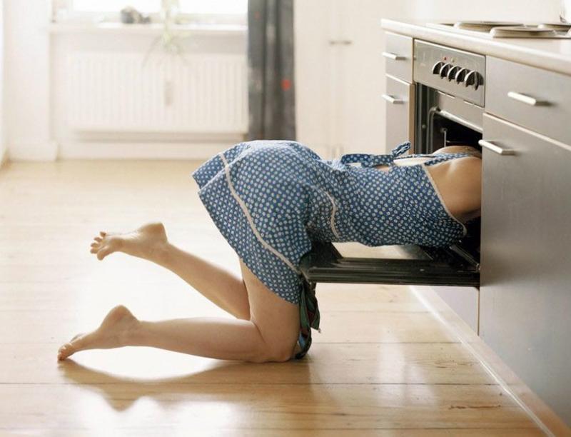 видео уборщица моет полы уникальная