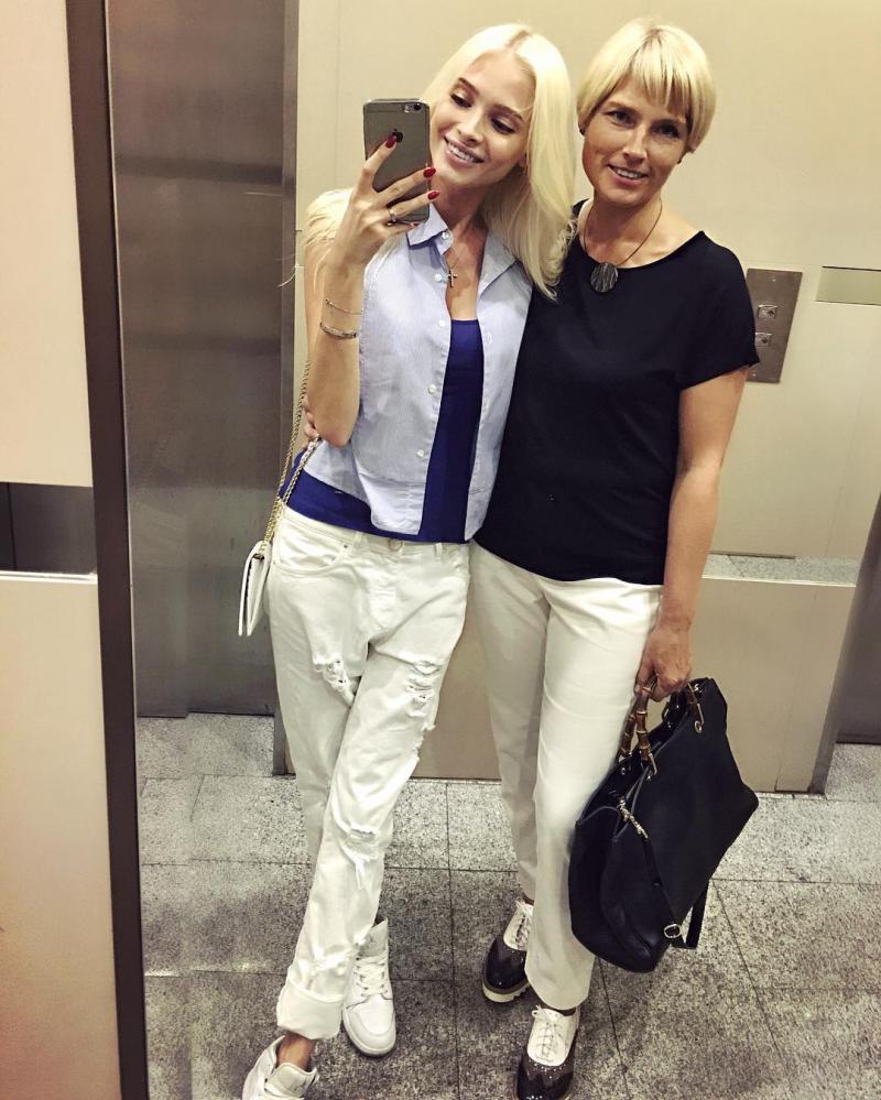 Похожи как две капли: Алена Шишкова с мамой - 7Дней.ру