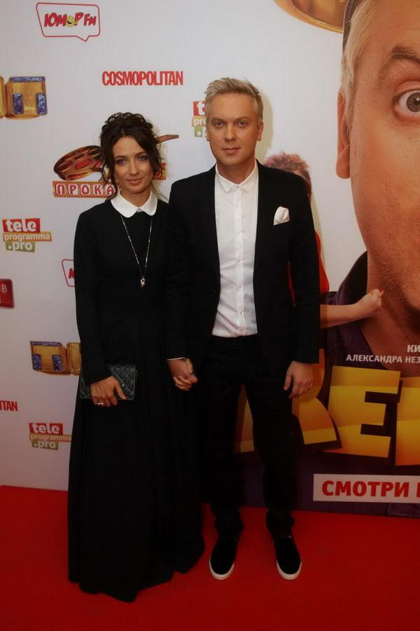 фото светлакова с женой на премьере жених костылей