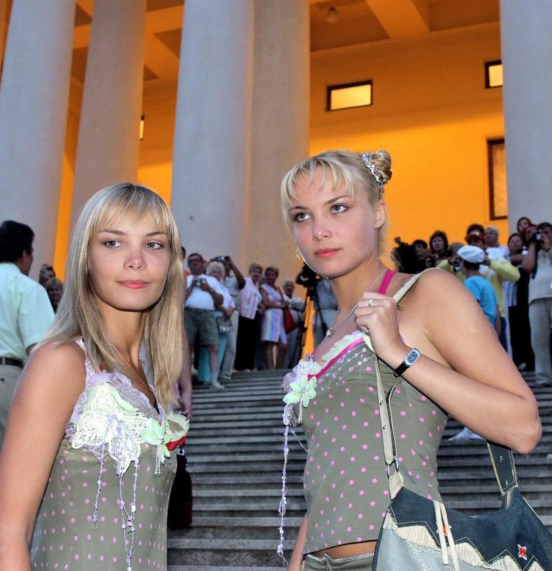 Смотреть фото близнецов артистов