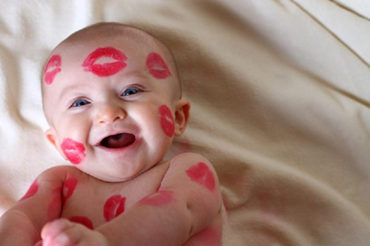 Прикольные картинки с поцелуем на щеке, замечательному мужчине