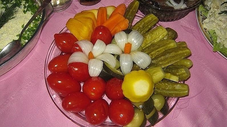 Украшение на салат из соленого огурца фото